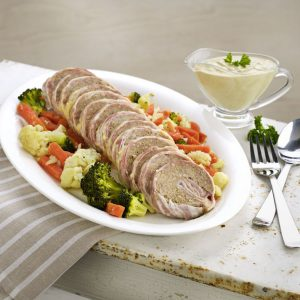 rollo-de-carne-y-queso-con-salsa-de-champiñones