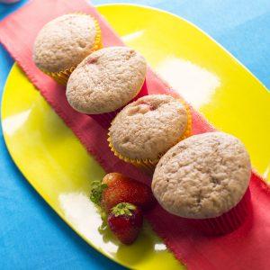 Muffins de banana y frutillas