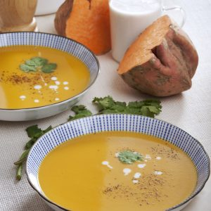 Sopa crema de batata con leche de coco