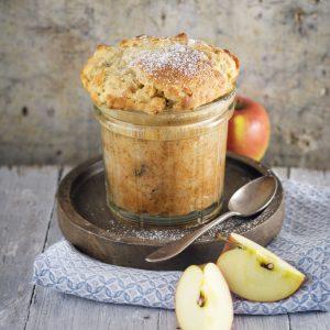 Torta de manzana en vaso