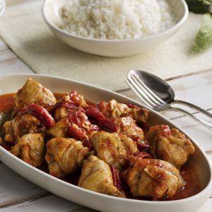 Pollo con tomate y morrón