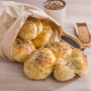 panes tiernos con queso cremoso