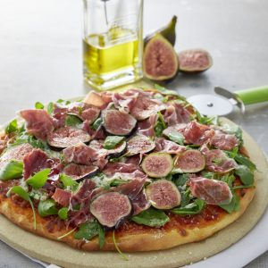 Pizza de cerveza con jamon iberico, higos y rúcula V-scr